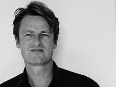Isak Winkel Holm - se større billede