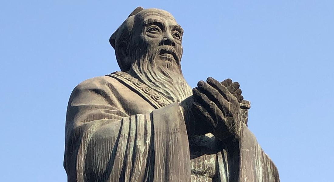 Konfuciusstatue uden for Konfuciustemplet i Beijing