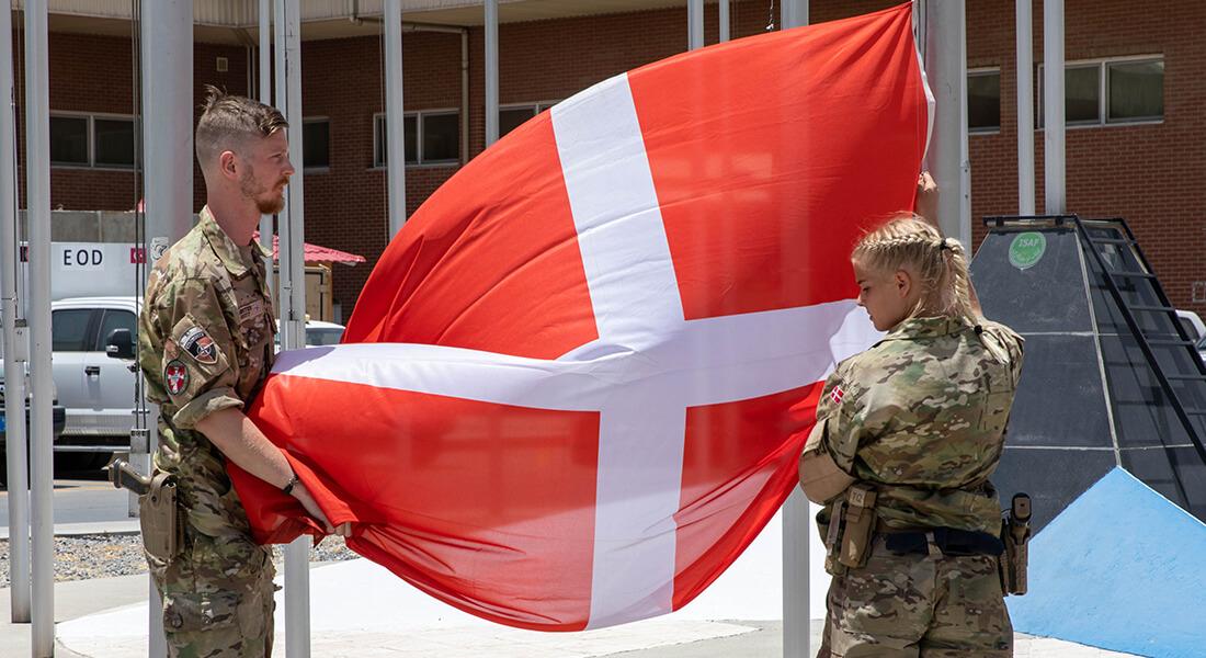 Dannebrog blev taget ned for sidste gang i Afghanistan ved en ceremoni 21/6 2021. Foto: Forsvaret