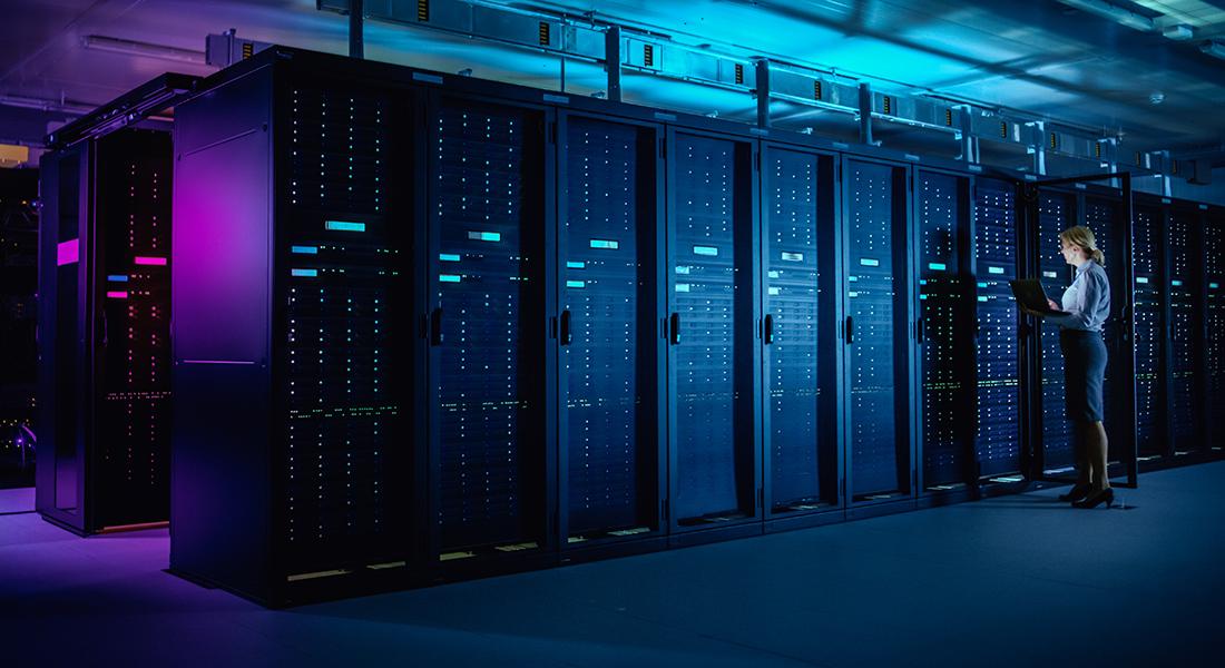 Vores data opbevares på gigantiske datacentre, som er på private hænder. Og vi ved ikke, hvem der har adgang til de data, eller hvad bliver de brugt til.